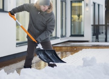 Лопата для уборки снега в Леруа Мерлен